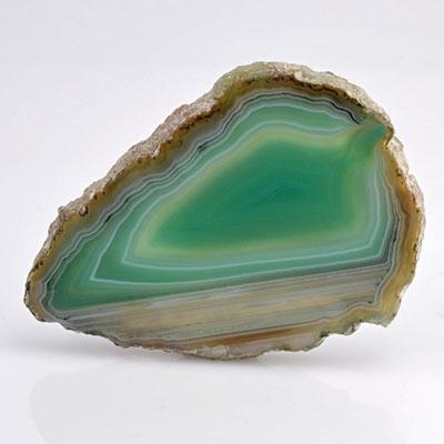 عقیق سبز یکی از زیباترین و دلرباترین سنگهای عقیق است.