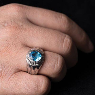 اگر رنگ توپاز آبی طبیعی باشد میتوان گفت که گران ترین انگشتر توپاز را در دست دارید.