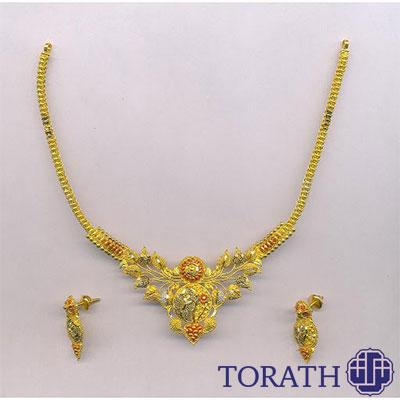 طلا یکی از بهترین فلزات ضد حساسیت است که در ساخت گوشواره استفاده میشود.
