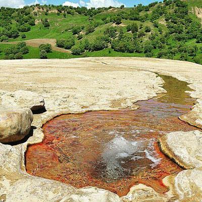 چشمه غنی آب معدنی کانی گراوان سردشت دارای یک گرم املاح محلول در هر لیتر آب است.