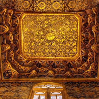 بقعه شیخ صفی به دهها اثر بدیع در مضامین مختلف رشتههای هنری شامل عالیترین نوع کاشیکاری، معرق، مقرنس، گچبری، کتیبههای نفیس و ... در دوران صفوی اشاره دارد.