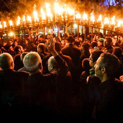 مراسم مشعل گردانی نجفیها از سوزناکترین مراسمهای حسینی است.
