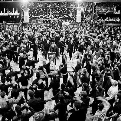 مراسم یزله خوانی بوشهر یکی از رسوم دیرین عزاداری ماه محرم است که به شیوهای خواص و شور انگیز در بوشهر برگزار میشود.