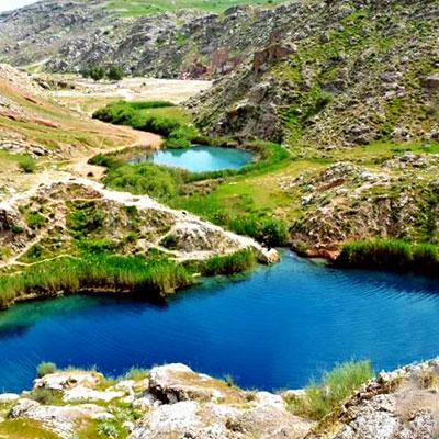 دریاچهی دوقلوی سیاه گاو مهمترین پدیدهی گردشگری آبدانان از توابع ایلام است که به عنوان تنها دریاچه دوقلوی ایران شناخته میشود.